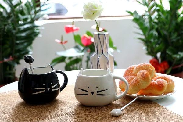 Black & White Ceramic Cat Coffee Mugs and Cute Cat Spoons